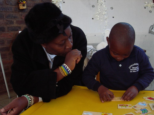 kid and granny do puzzle