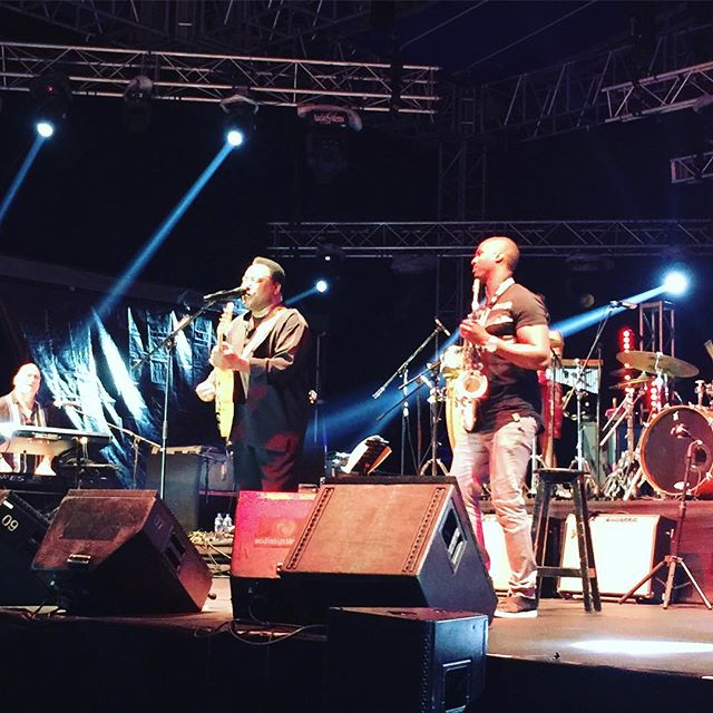 """#georgebenson #ericdarius performing """"On Broadway"""" final song of 2017!! What an incredible finish !! #cancunjazzfest"""