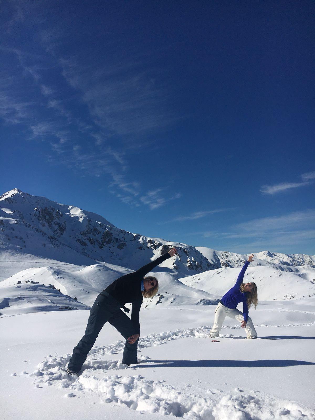 Yogalessen in de yogaruimte aan huis én in de sneeuw!