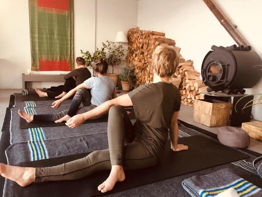 Yoga in de eigen yogaruimte aan huis