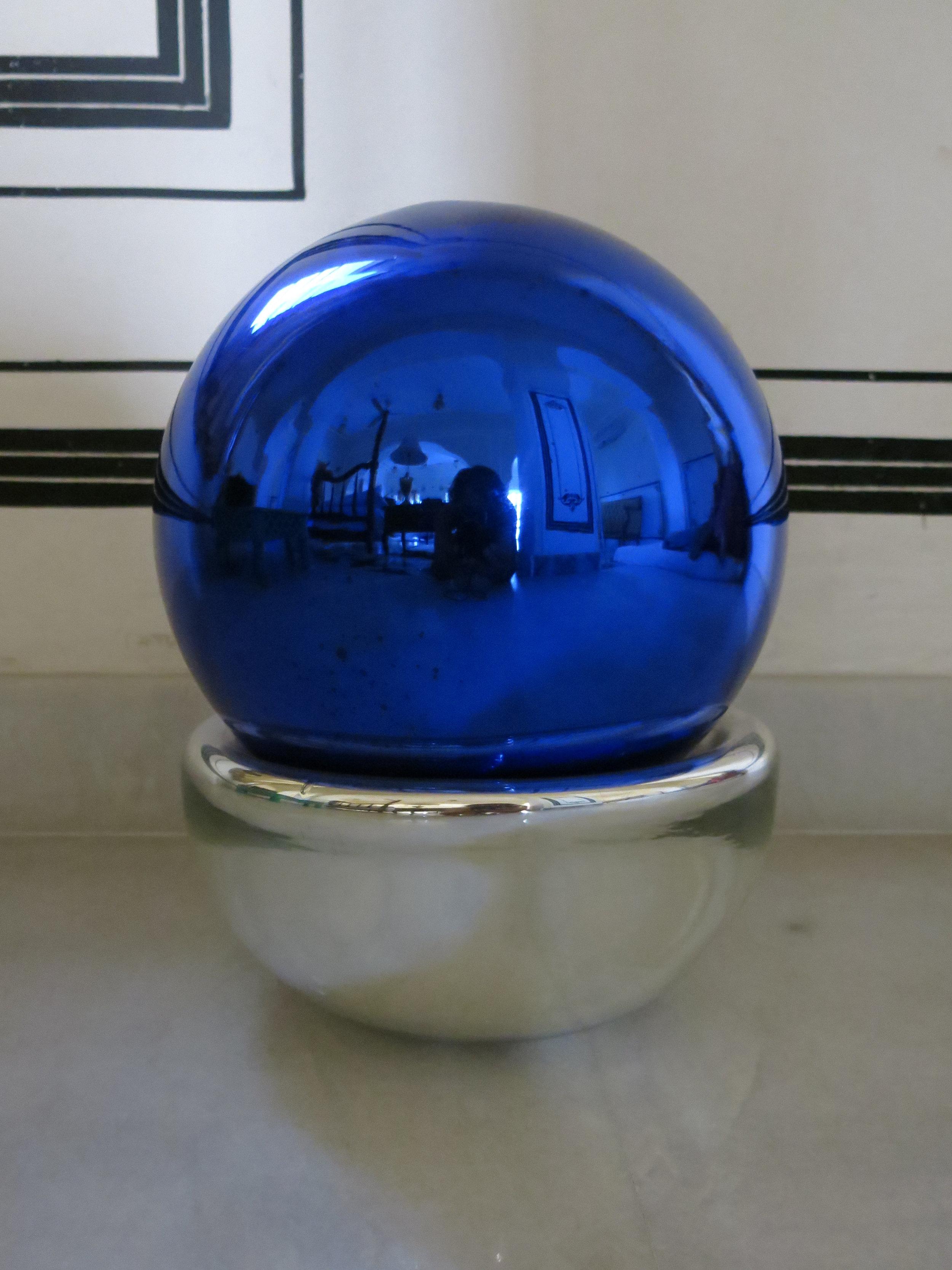BLUE BUBBLE.