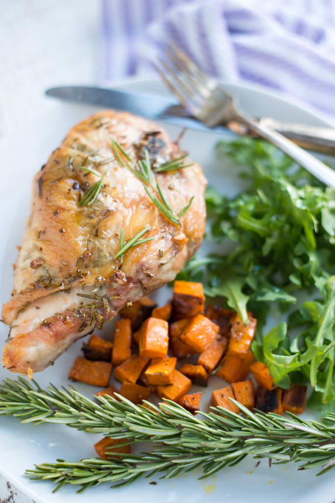 5-Ingredient Garlic Rosemary Roasted Chicken Breasts is incredibly simple and yields flavorful, juicy results every time. A super easy, healthy, gluten-free, dairy-free, paleo, whole30 recipe. #realfoodwholelife #realfoodwholeliferecipe #whole30recipe #chickenbreasts #glutenfree #dairyfree #chicken #simple #easy #healthy #cleaneating #paleo #septemberwhole30 #whole30 #garlic #lowcarb