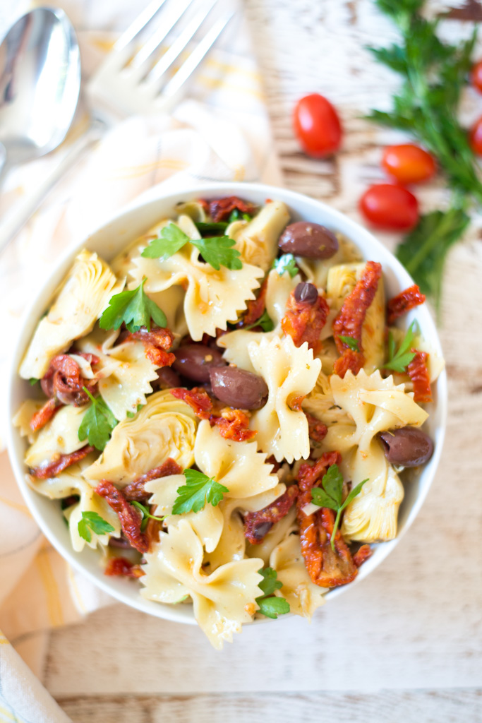 With just five simple ingredients and 20 minutes you can whip up this tasty and crowd pleasing 5-Ingredient Mediterranean Pasta Salad recipe. Serve it as a side or bulk it up for a super-fast dinner!
