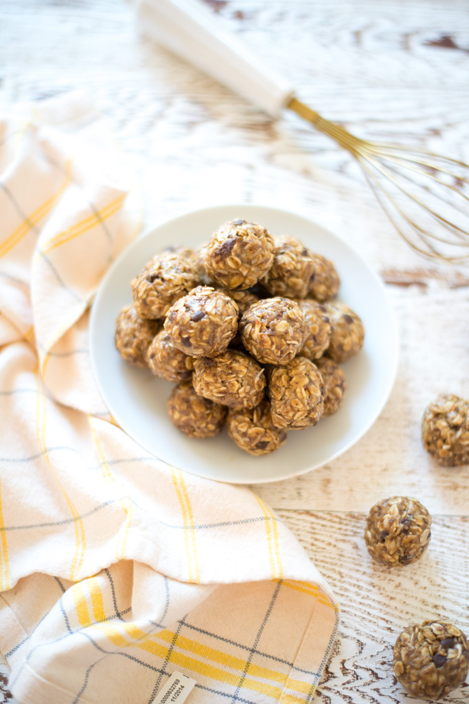 A wholesome, easy, tasty treat, One-Bowl Lunch Box Energy Bites (Nut-Free) are perfect for lunch boxes, as an afternoon snack, or as a quite bite on-the-go.