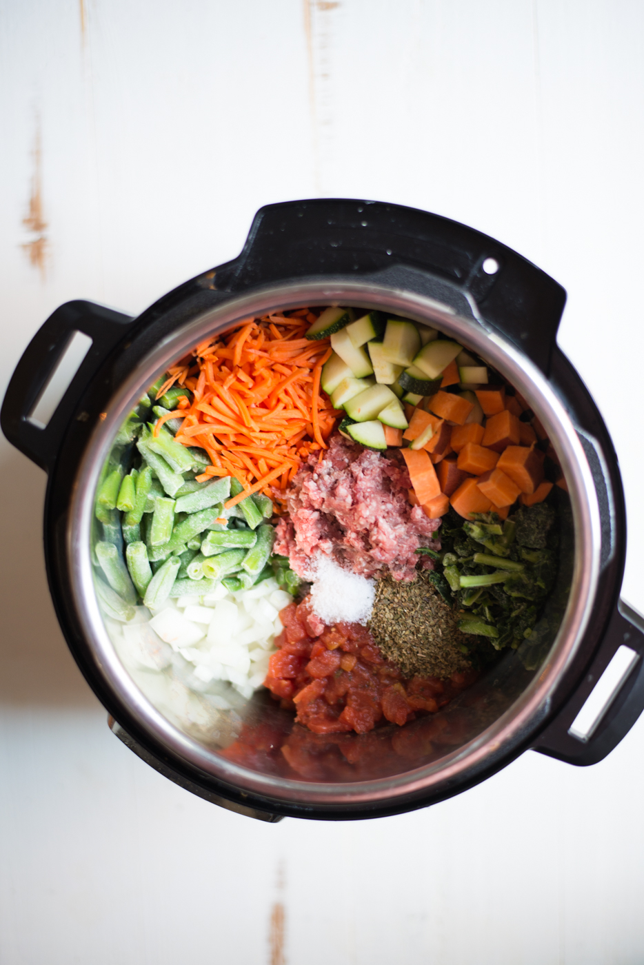Instant Pot Minestrone (Whole30, No-Beans) is packed with protein and veggies and makes for the perfect, hearty, one-pot meal. A gluten-free, dairy-free, paleo, whole30 friendly recipe. #realfoodwholelife #realfoodwholeliferecipe #instantpot #recipe #glutenfree #dairyfree #dinner #instantpotrecipe #healthy #healthyrecipe #cleaneating #whole30 #paleo