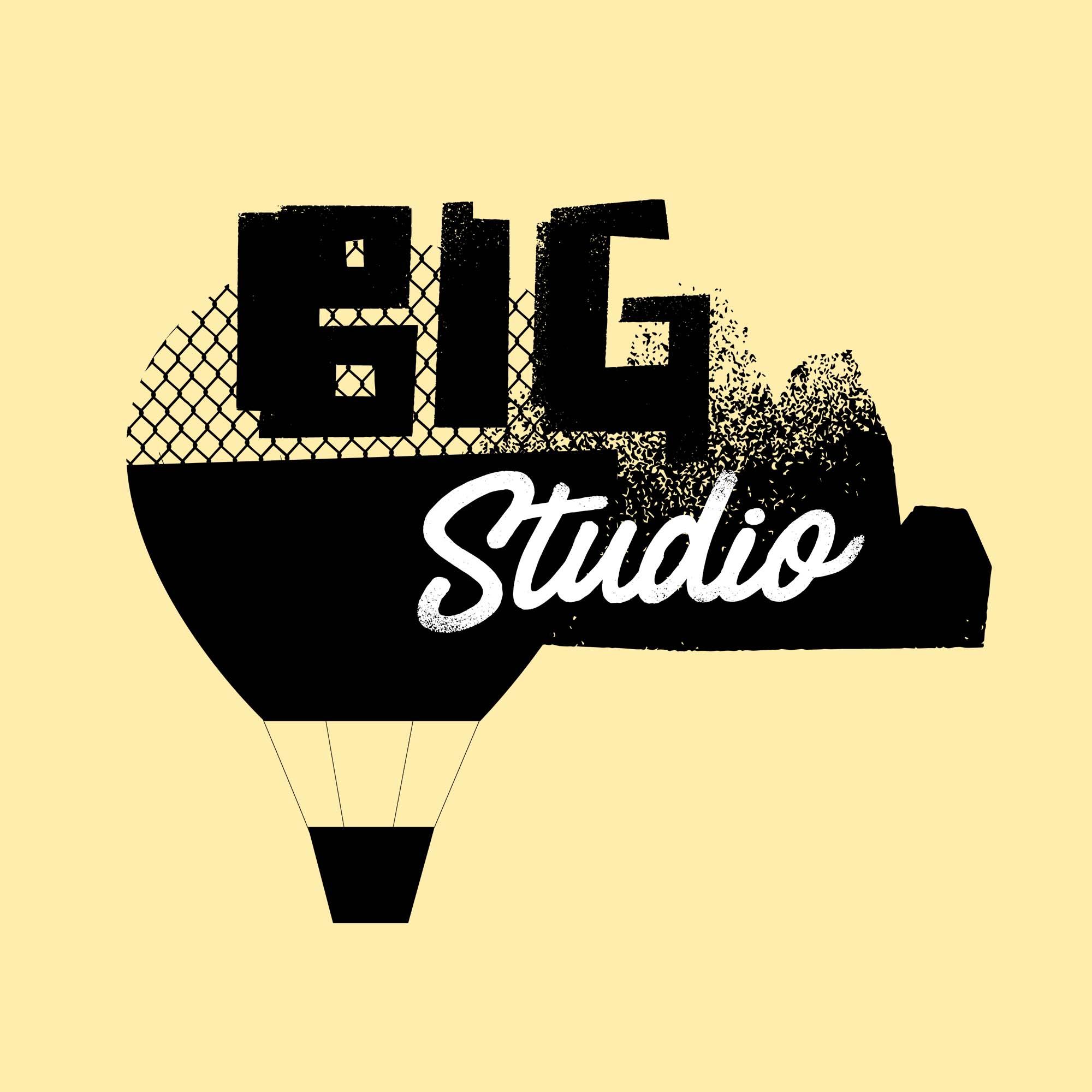 HAWK_2019Big Studio ballon plain.jpg