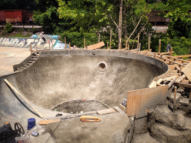 foundy bowl deep end pour.jpg