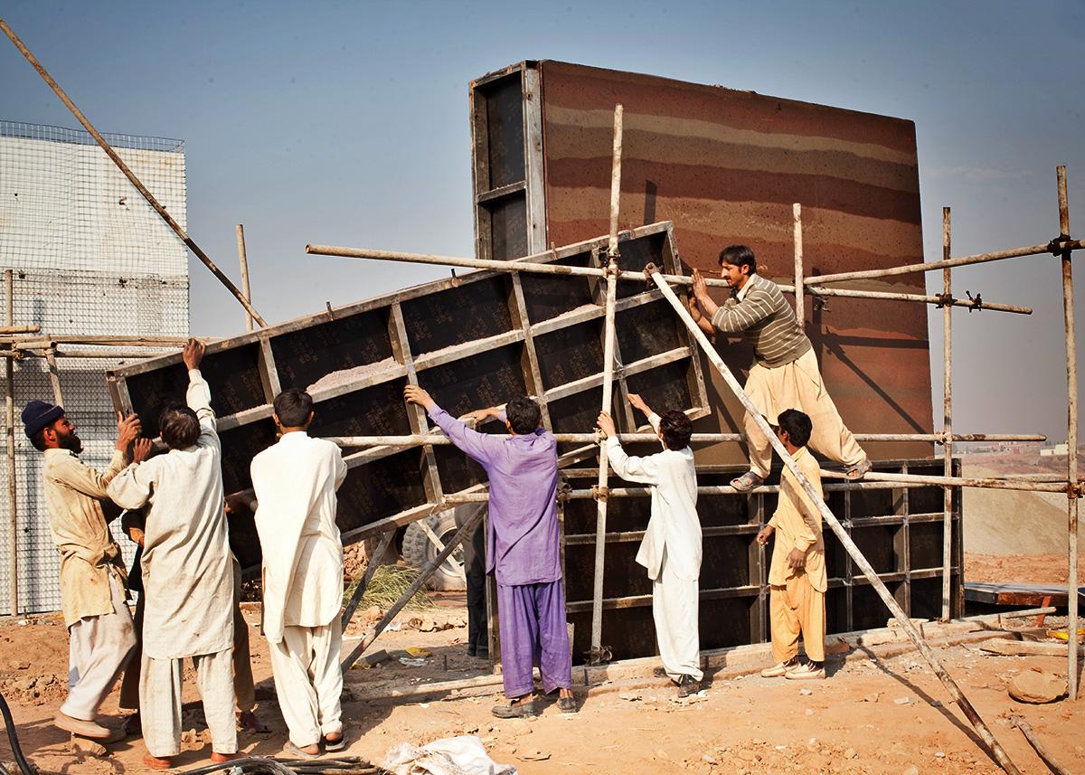 SIREWALL-islamabad-test-wall-form-stripping-1 (1).jpg