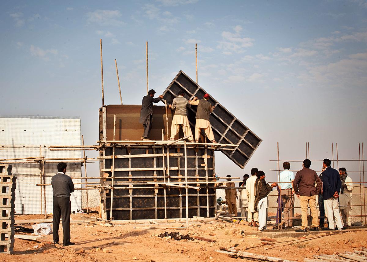 SIREWALL-islamabad-test-wall-form-stripping-2.jpg
