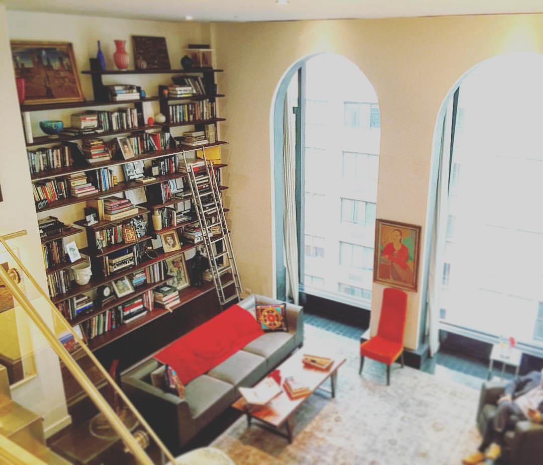 A grand library with grand thoughts 💡📚📕📖📙🙇  ||  #nyc #library #books #inspo #openhouse #design #architecture #manhattan #unionsquare #greenwichvillage #manhattan#ideas #interiordesign #style #knowledge #windows #openhouseny  (at Union Square Greenmarket)
