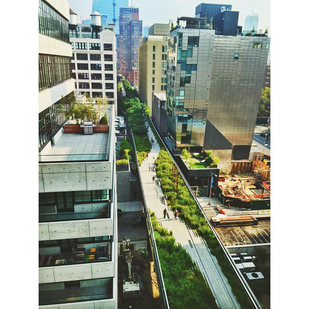 Good Morning Highline District! ☀️☕️🌳🌇🌻 #NYC #laborday #highline #goodmorning #chelsea #meatpacking #summer  (at The High Line)