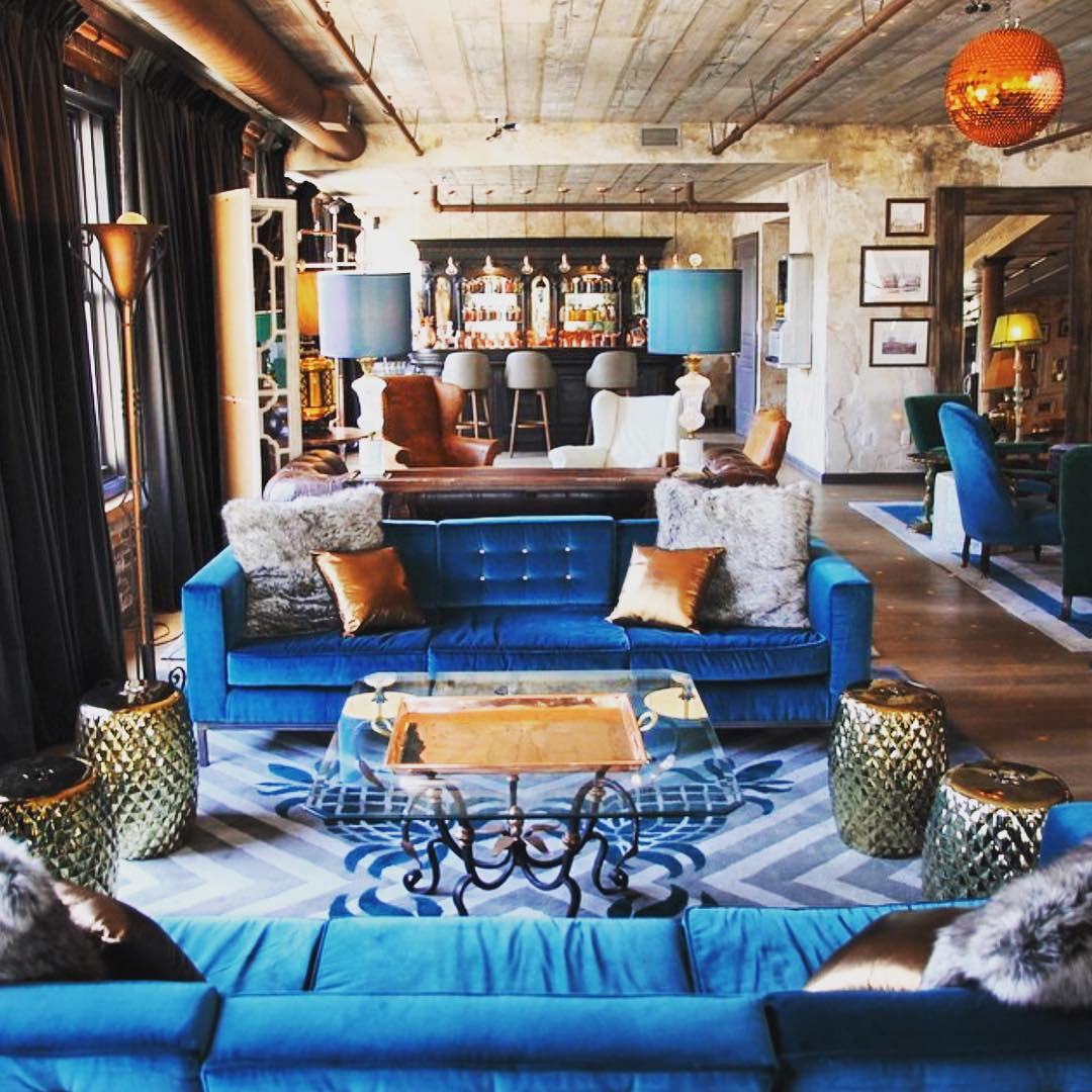 Cool blues on this hot steamy day 💙💙💙 #NYC #absolutelyx #style #meatpacking #chelsea #manhattan #downtown #highline  #luxury #interiordesign #archilovers #art #openhouse #disco #wood #texture #cool #newyorkcity #bronze #blue #design #openhouseny  |  📷: @coolhunting (at Meatpacking District)