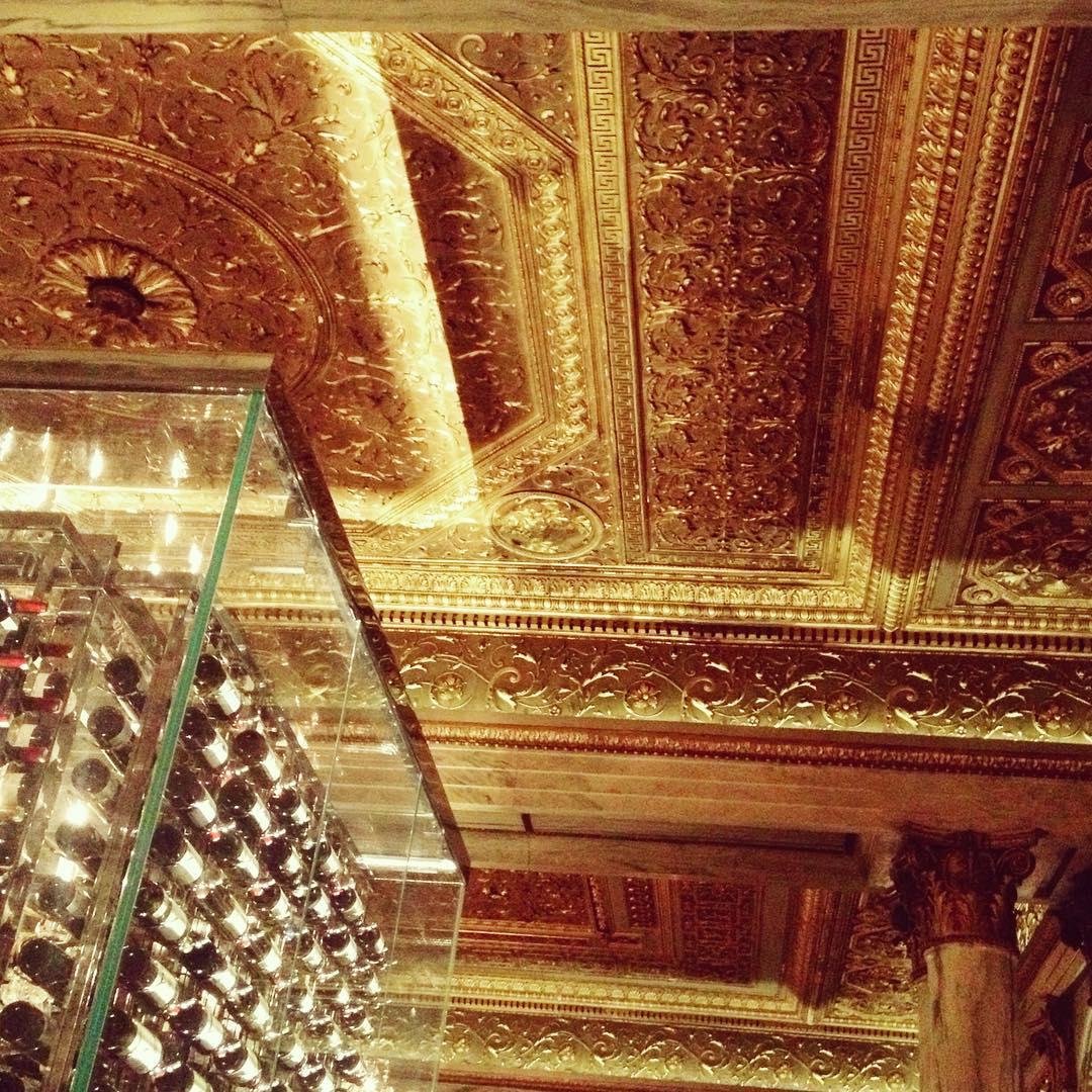 Golden Room + Glass Wine Vault @michelrichard's Villard  ✨✨🍷😍🍷✨✨    #nyc #gold #luxury #opulence #style #interiordesign #opulence #art #bling #wine #architecture #vino #newyorkcity #manhattan #uptown #yum #palace #finedining #openhouseny (at The New York Palace)