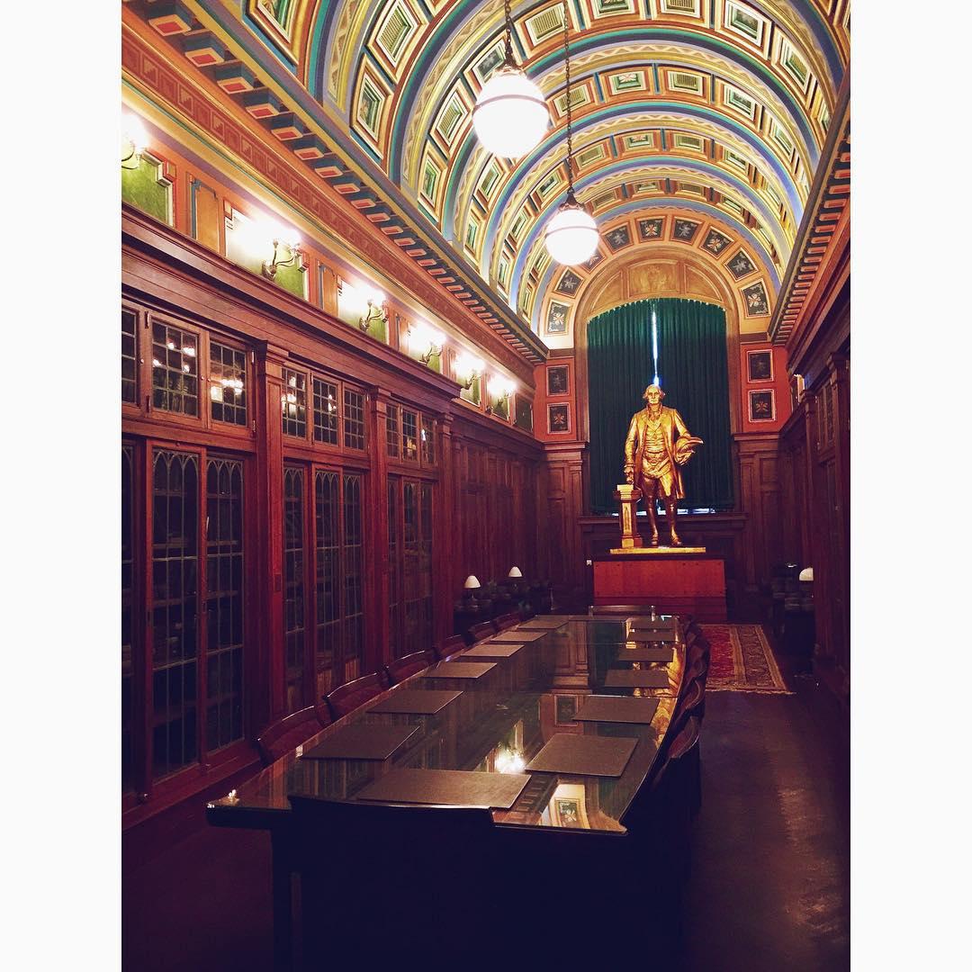 Dining w/ George this evening 👴🏼📜📯👑📜 #georgewashington #nyc #freemasons #history  #illuminati #diningroom #manhattan #dinner #flatiron #chelsea #gramercy #nomad #uptown #design #interiordesign #inspo #newyorkcity #archilovers #architecture #openhouseny  (at Flatiron District, NYC)