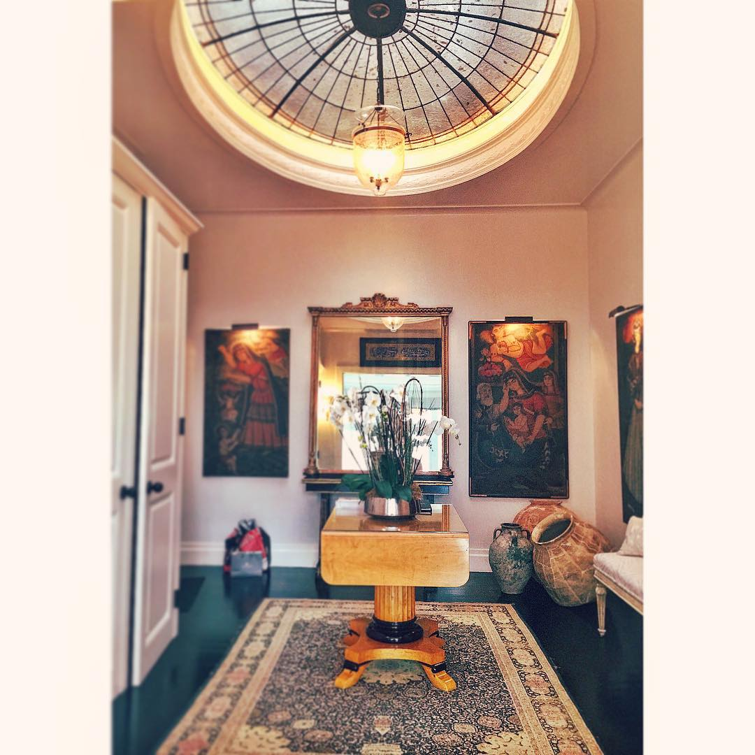 Upon arriving home, this could be your skylit foyer! ☀️🏠👯 #skylight #entrance #nyc #welcomehome #openhouse #manhattan #interiors #design #uptown #uppereastside #sunshine #homesweethome #gold #persianrug #classic #architecture #style #newyorkcity #openhouseny