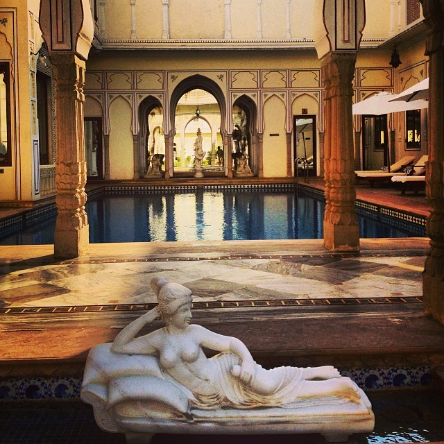 Loungin' #poolside (at Raj Palace)