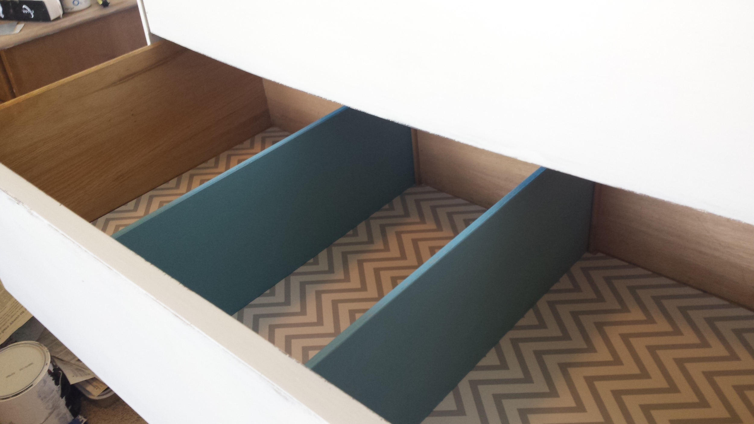 A look at the painted drawer dividers.  Who wouldn't love to see this upon opening their drawer?   I know I would.  Hmmm....I'll have to get on that.