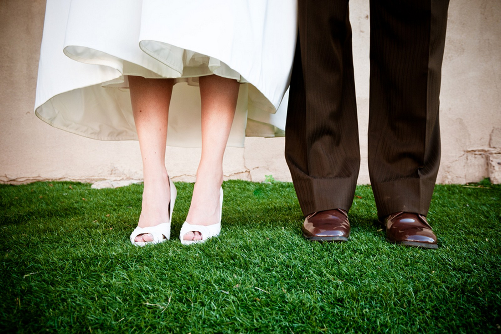 4 bride and groom poses bride and groom shoe picture  Kent Drake photography Life Design Events .jpg
