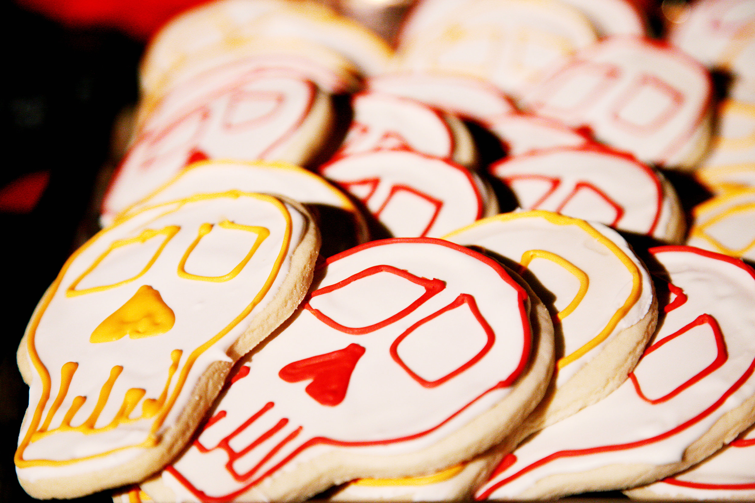 7 unique wedding desserts skull cookies red skull cookies yellow skull cookies wedding cookies  Jane Jordan Photography Life Design Event.jpg