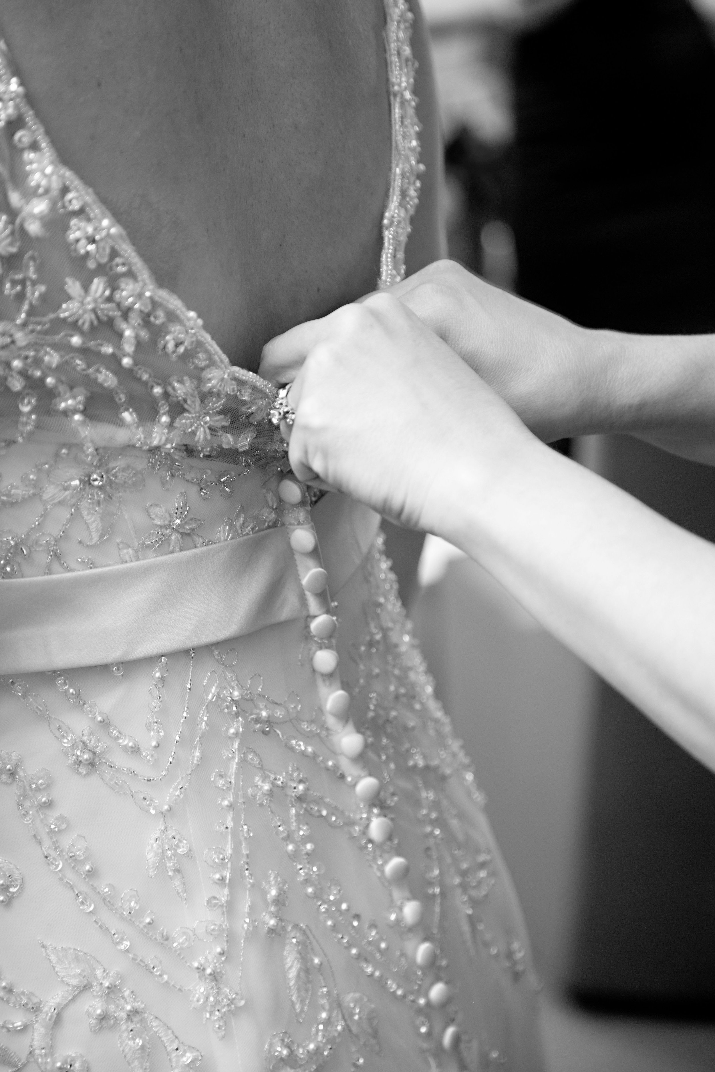 5 getting ready photos bride getting ready photos mom buttoning up brides dress O Grace Photography Life Design Events.jpg