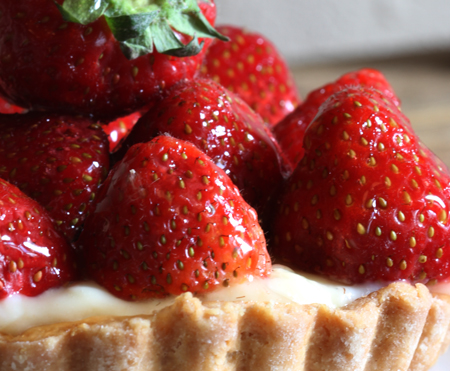 It's time for fresh strawberry tarts!