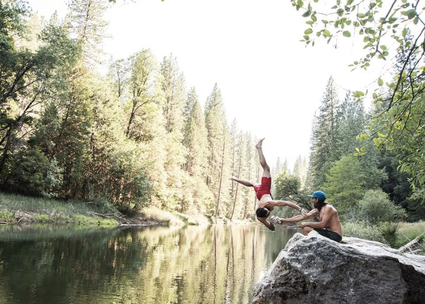 With brand enthusiast photos being shared on its Instagram account, Patagonia has created a social community that takes pride in its outdoor lifestyle. 📸: @_drew_smith_