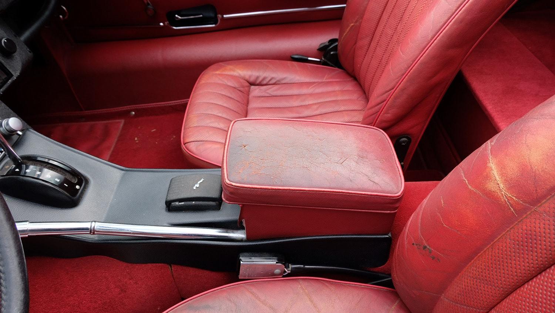 1972 Jaguar XKE Convertible Interior Console.JPG