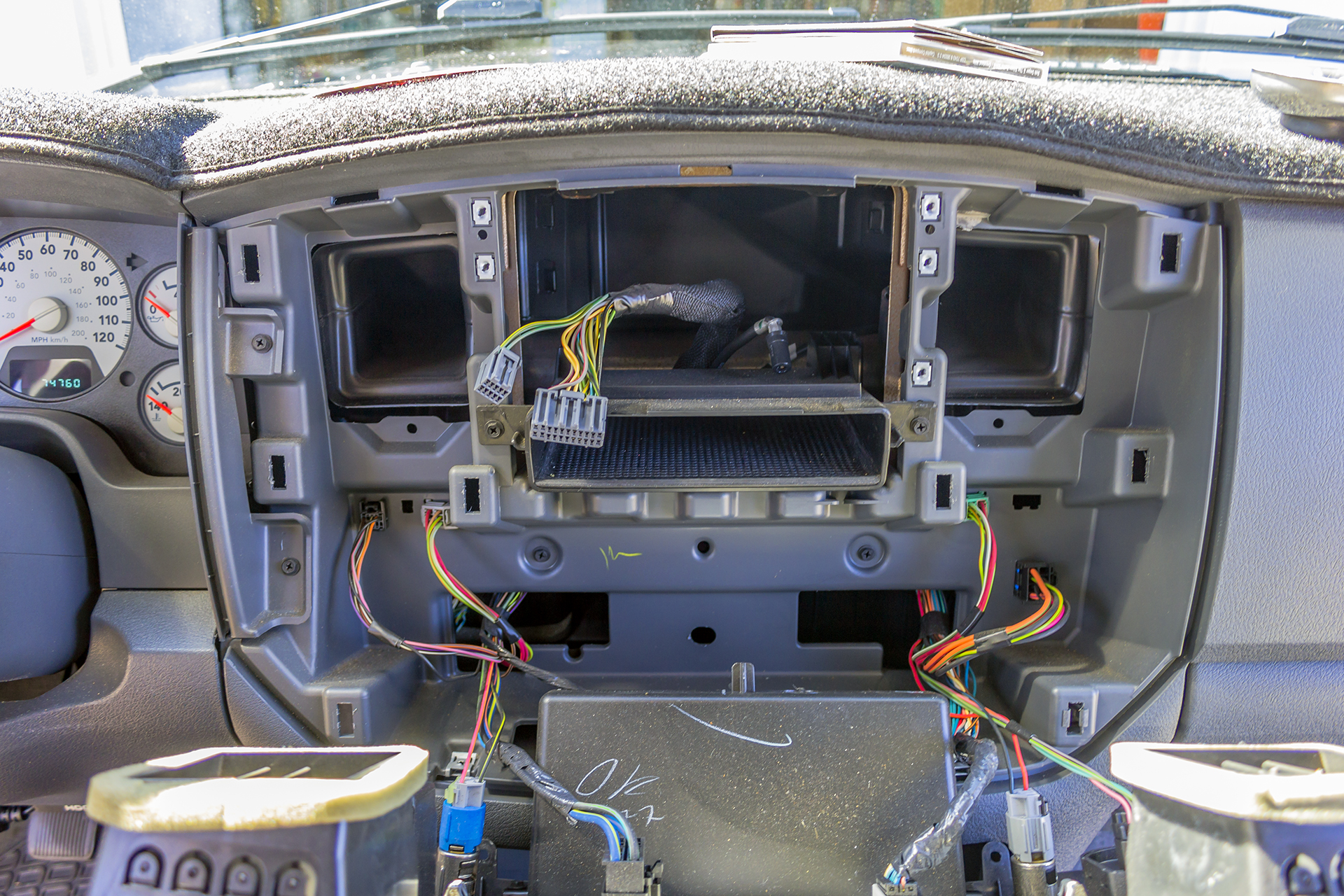 2007 Dodge Ram 2500 Deck And Speakers — Twelve Volt TechnologiesTwelve Volt Technologies