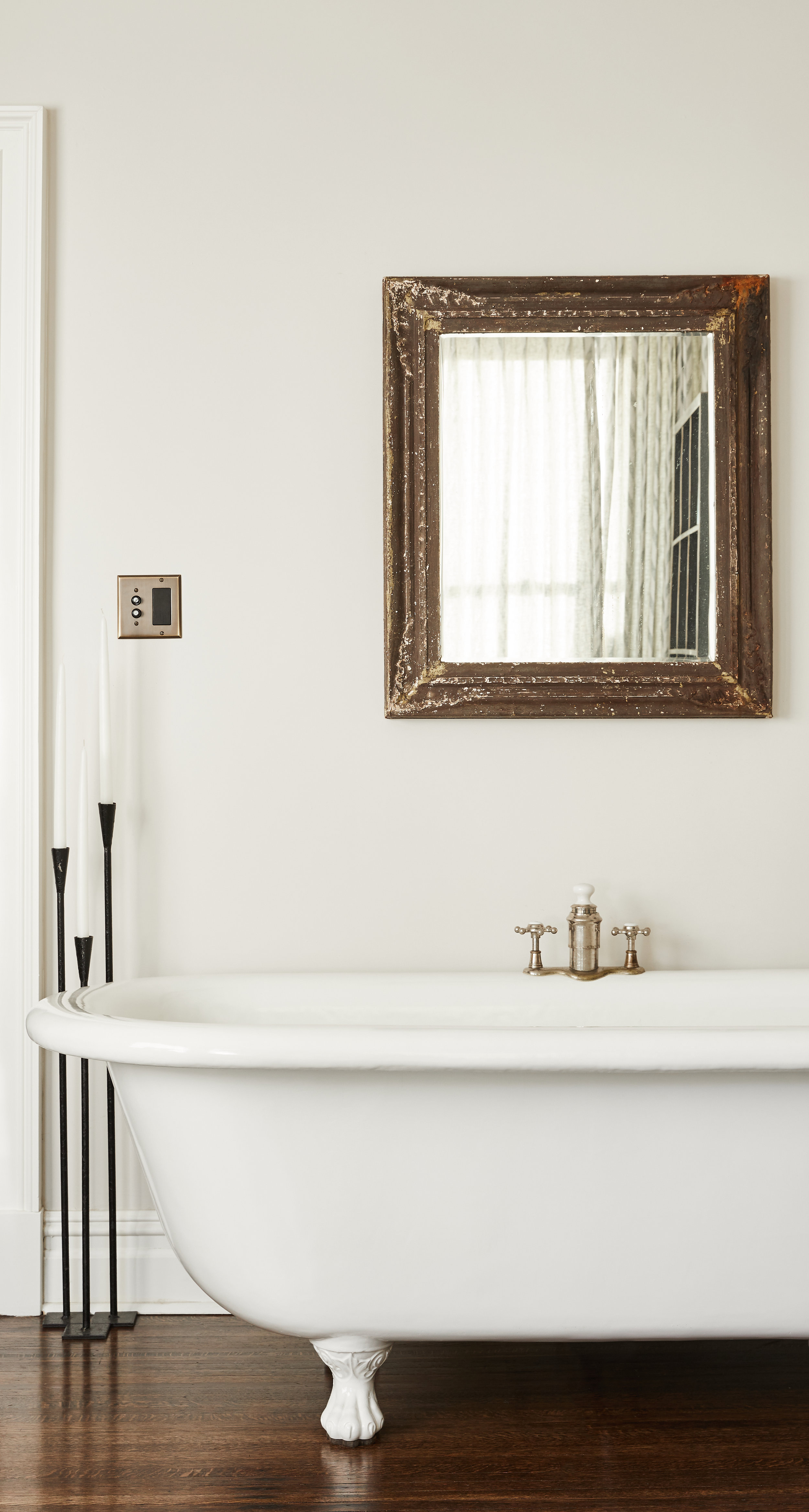 LAVA-INTERIORS-BROOKLYN-TOWNHOUSE-MASTER-SITTING-ROOM-BATHROOM-CLAWFOOT-TUB.jpg