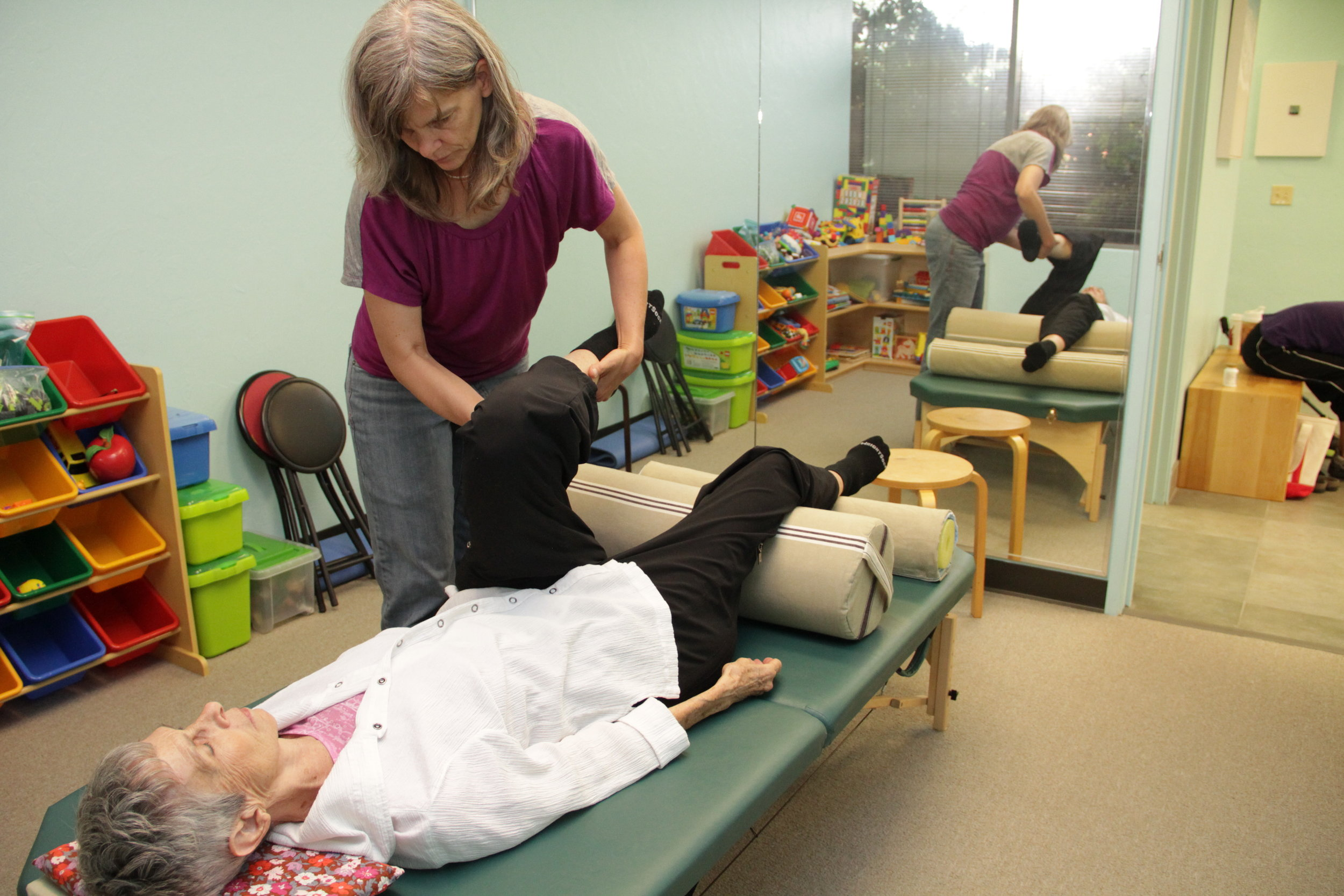 One-to-one Anat Baniel Method NeuroMovement lesson for an adult.