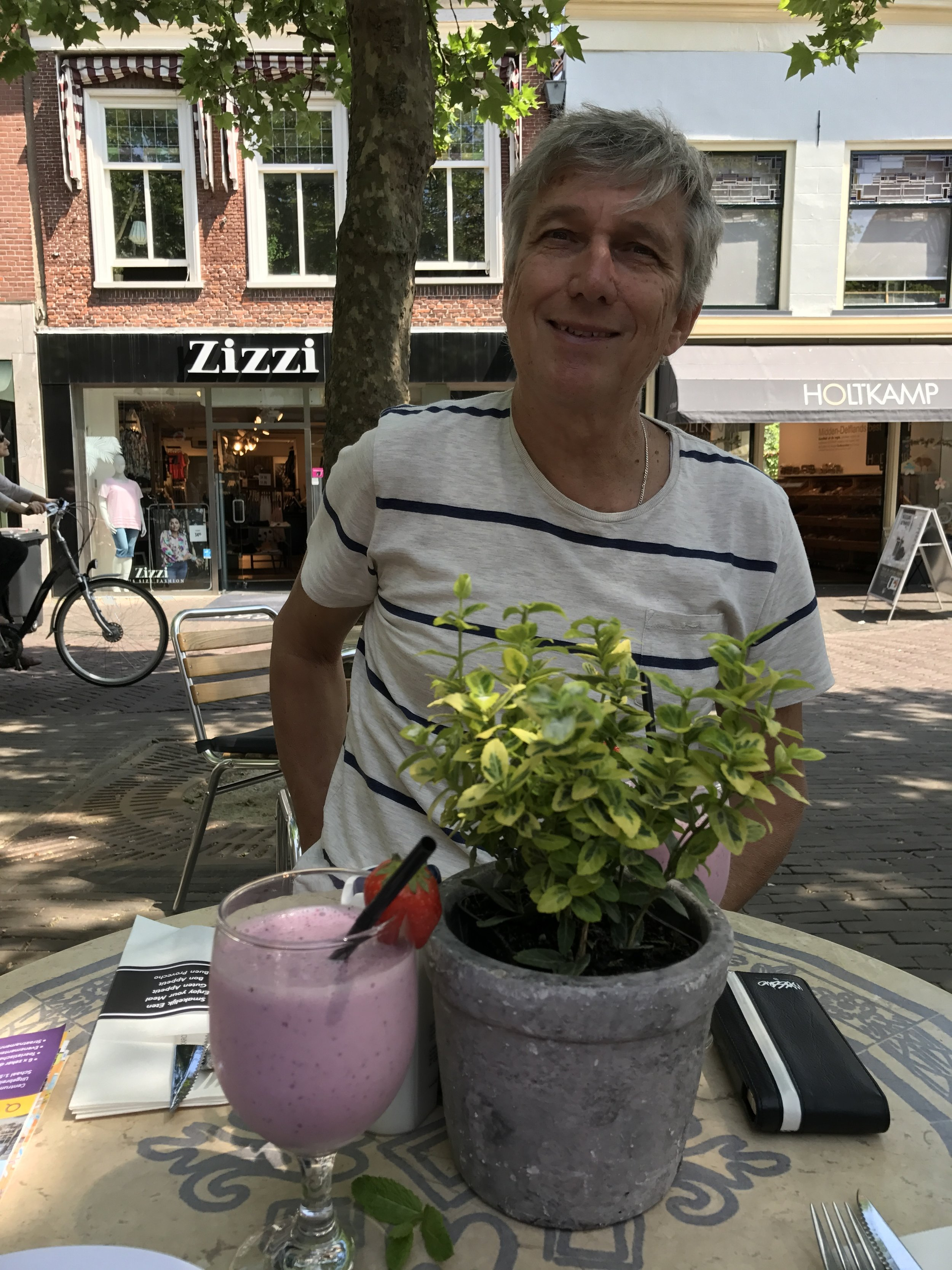 How deceptive - pink smoothie but with Mint .... lovely lunch under big shady trees.