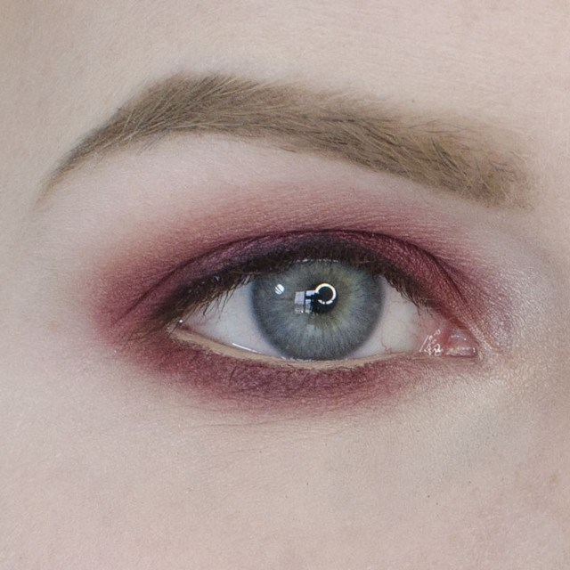 How to Apply an Easy Cranberry Eyeshadow Tutorial