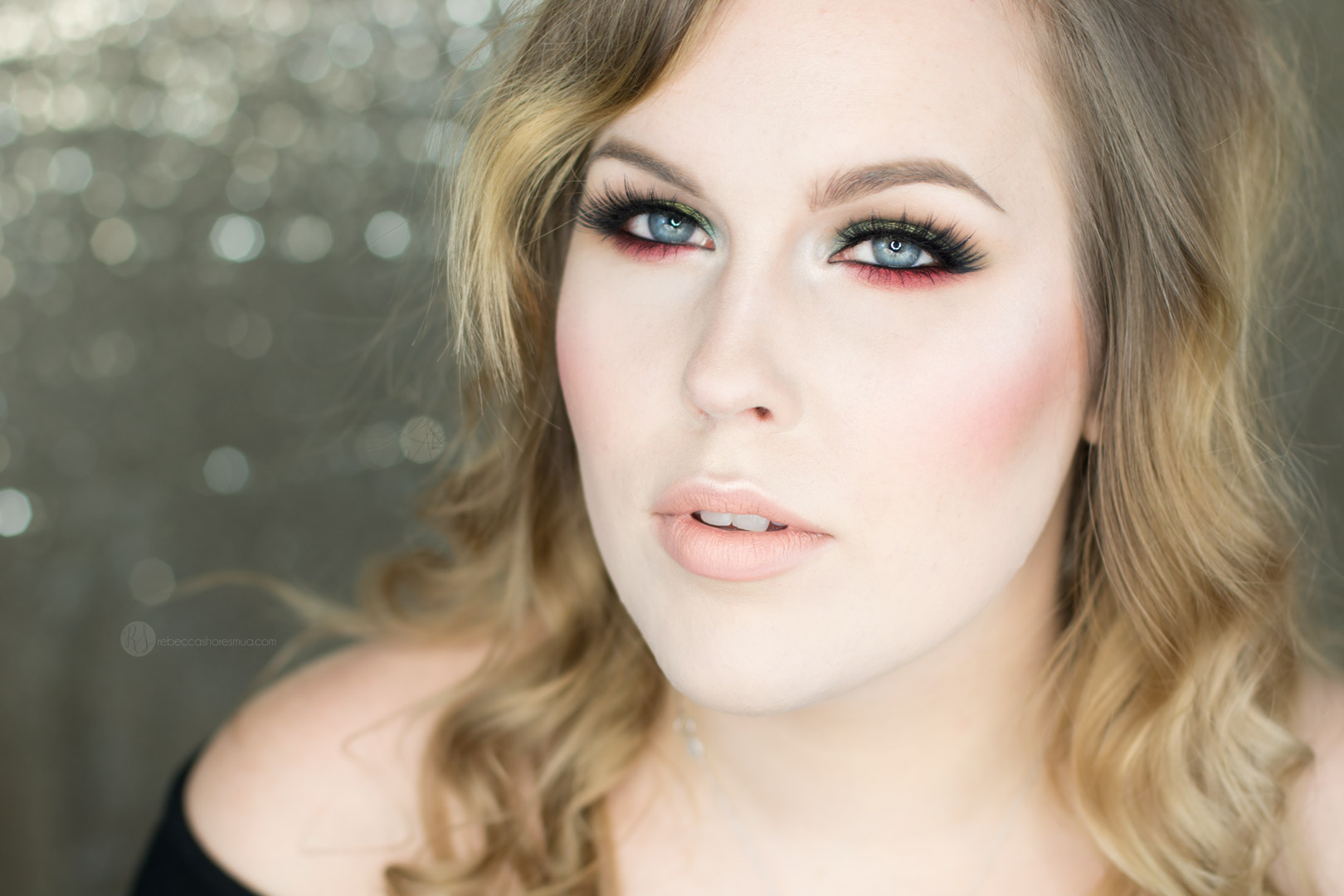Red and Green Eye shadow Christmas Makeup Tutorial