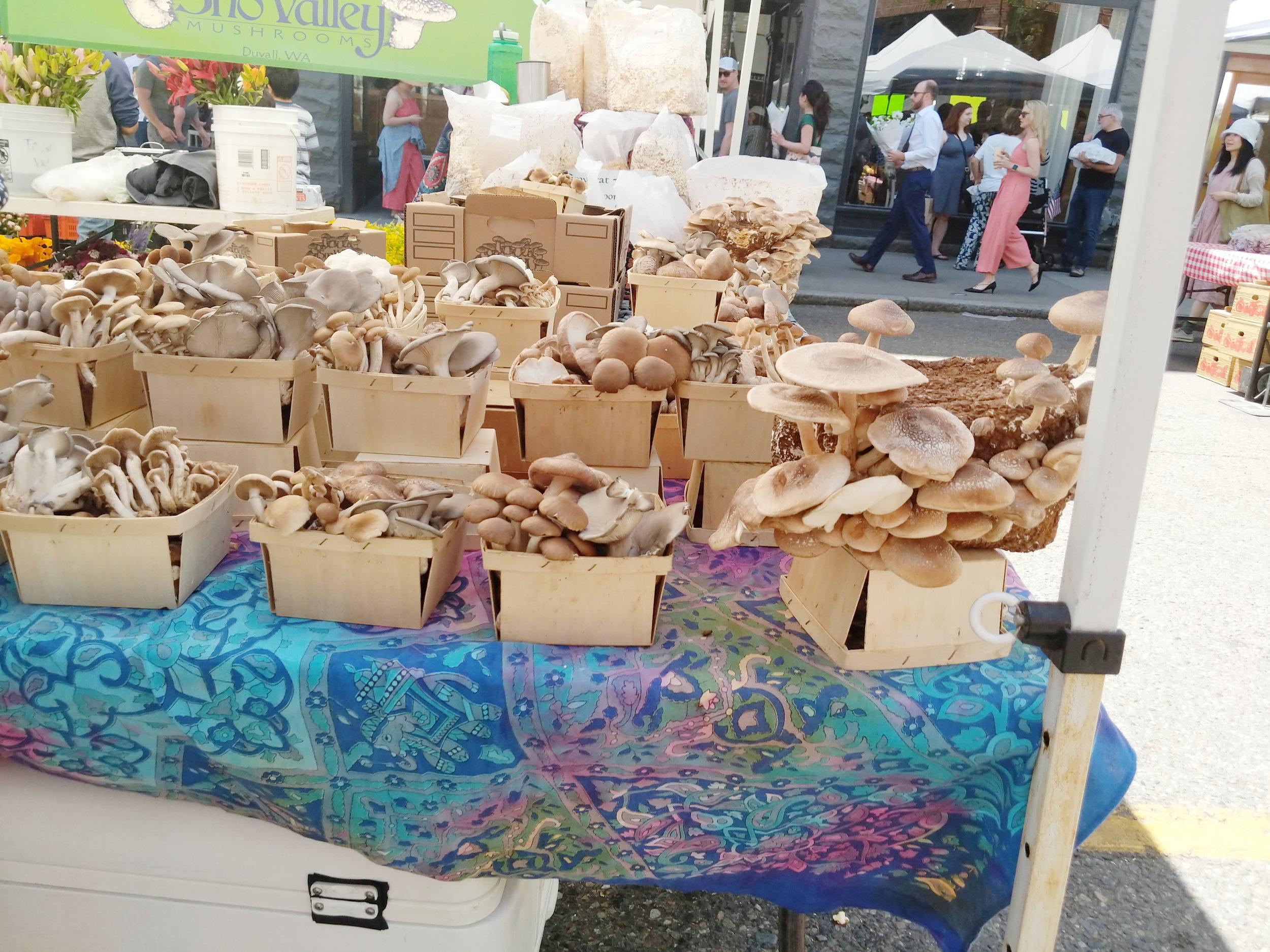 Seattle Must Stop: Visit the Ballard Farmers Market