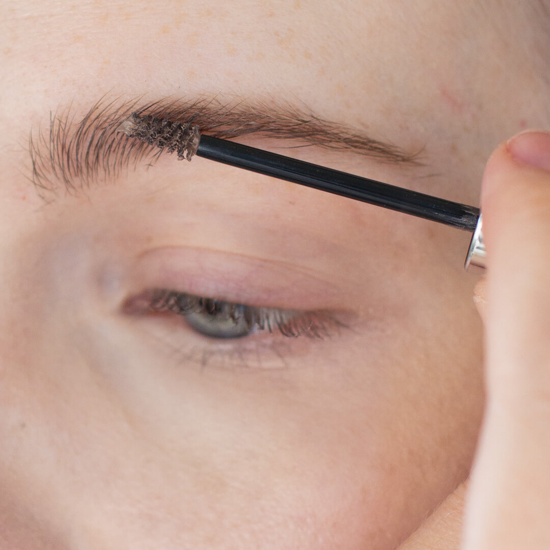 Step-by-Step-Soft-Smoky-Liner-Glamorous-Eye-shadow-Tutorial-step-1.jpg