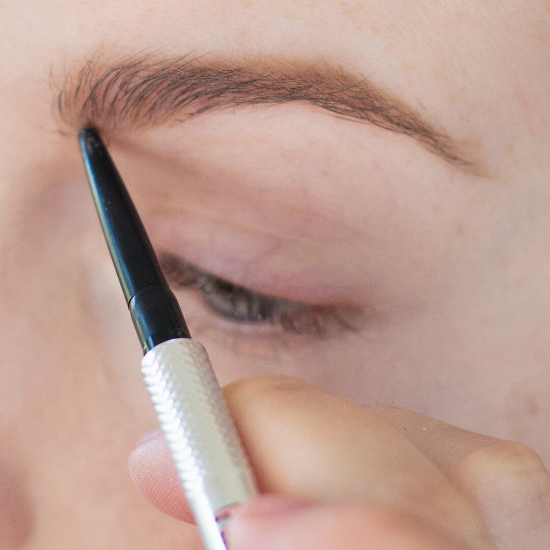 Step-by-Step-Soft-Smoky-Liner-Glamorous-Eye-shadow-Tutorial-Step-2.jpg