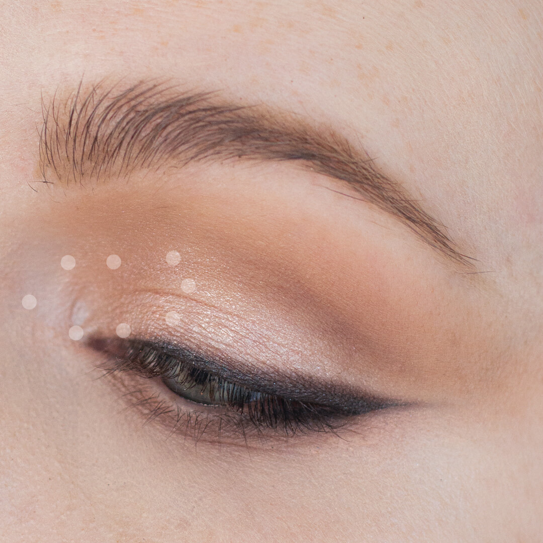 Step-by-Step-Soft-Smoky-Liner-Glamorous-Eye-shadow-Tutorial-Step-10dots.jpg