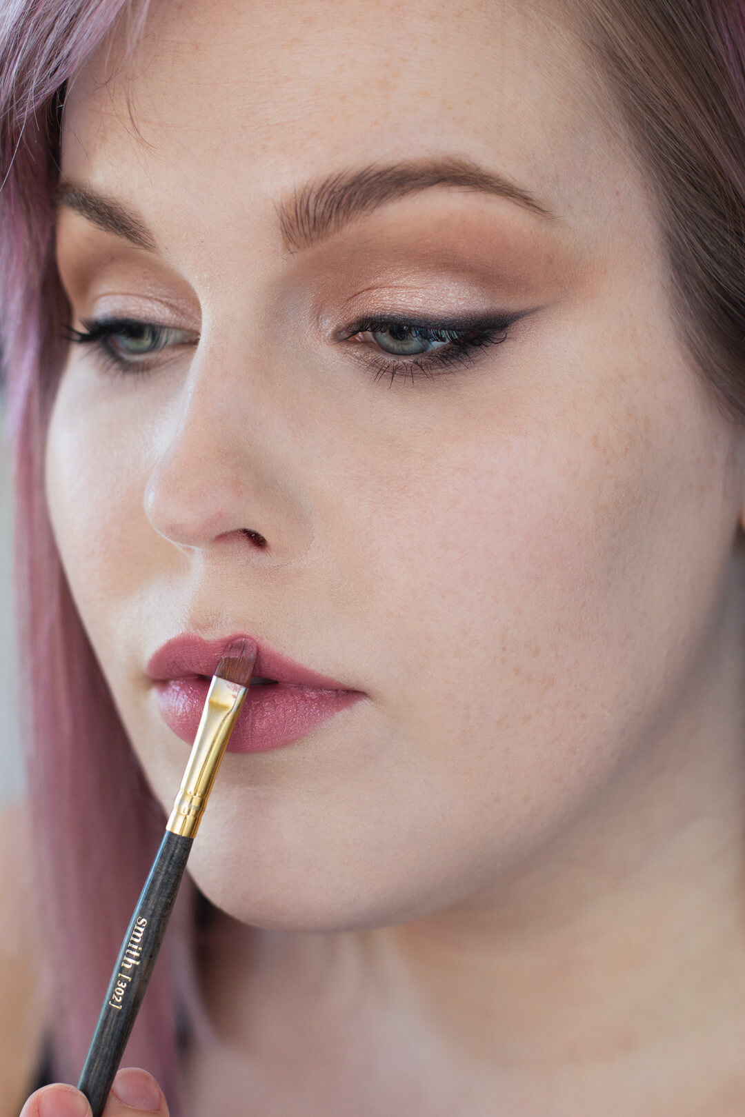 Step-by-Step-Soft-Smoky-Liner-Glamorous-Eye-shadow-Tutorial-Step-lipstick.jpg