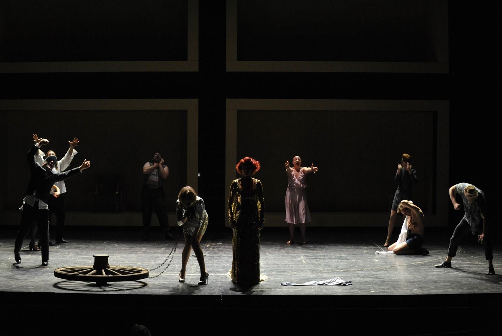 Hohmann, Schwittay, Rubino, Nironen, Feldmeier, Schrodt, Straub, von Treuenfels, Irle / © Hans-Otto-Theater