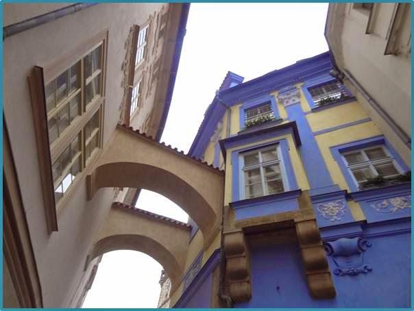 Prague%2BBuilding.jpg