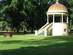 Edinburgh Gardens Rotunda in Fitzroy 2.jpg