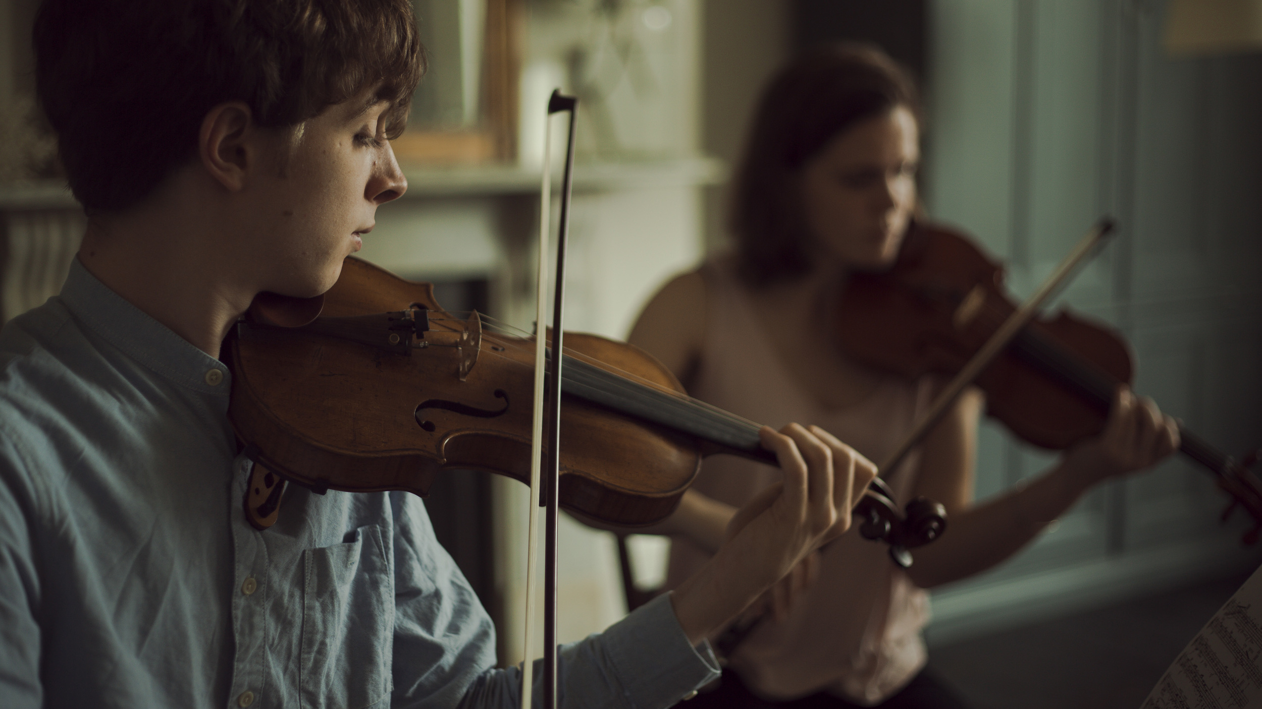 Rehearsing with Beatrice Philips at Lewes Chamber Music Festival. Photo By  Anna Patarakina .