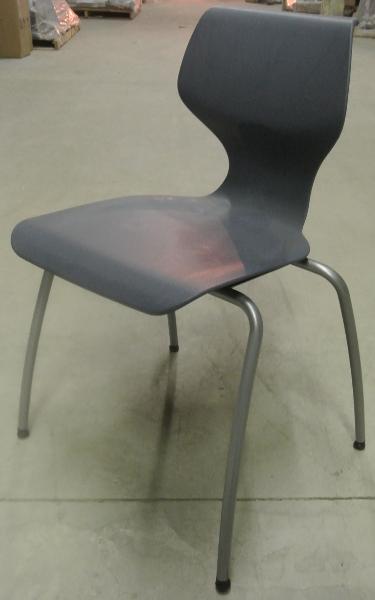 Vanerum_-_stacking_chair_-_21_Navy_blue-375x600.jpg