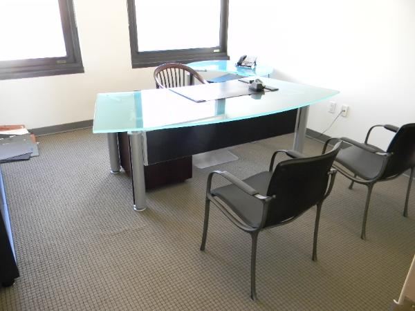glass_desk_nyc-600x450.jpg