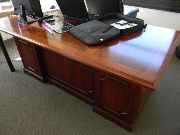 traditional_desk-600x450.jpg