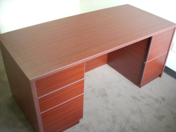 laminate_mahogany_desk-600x450.jpg