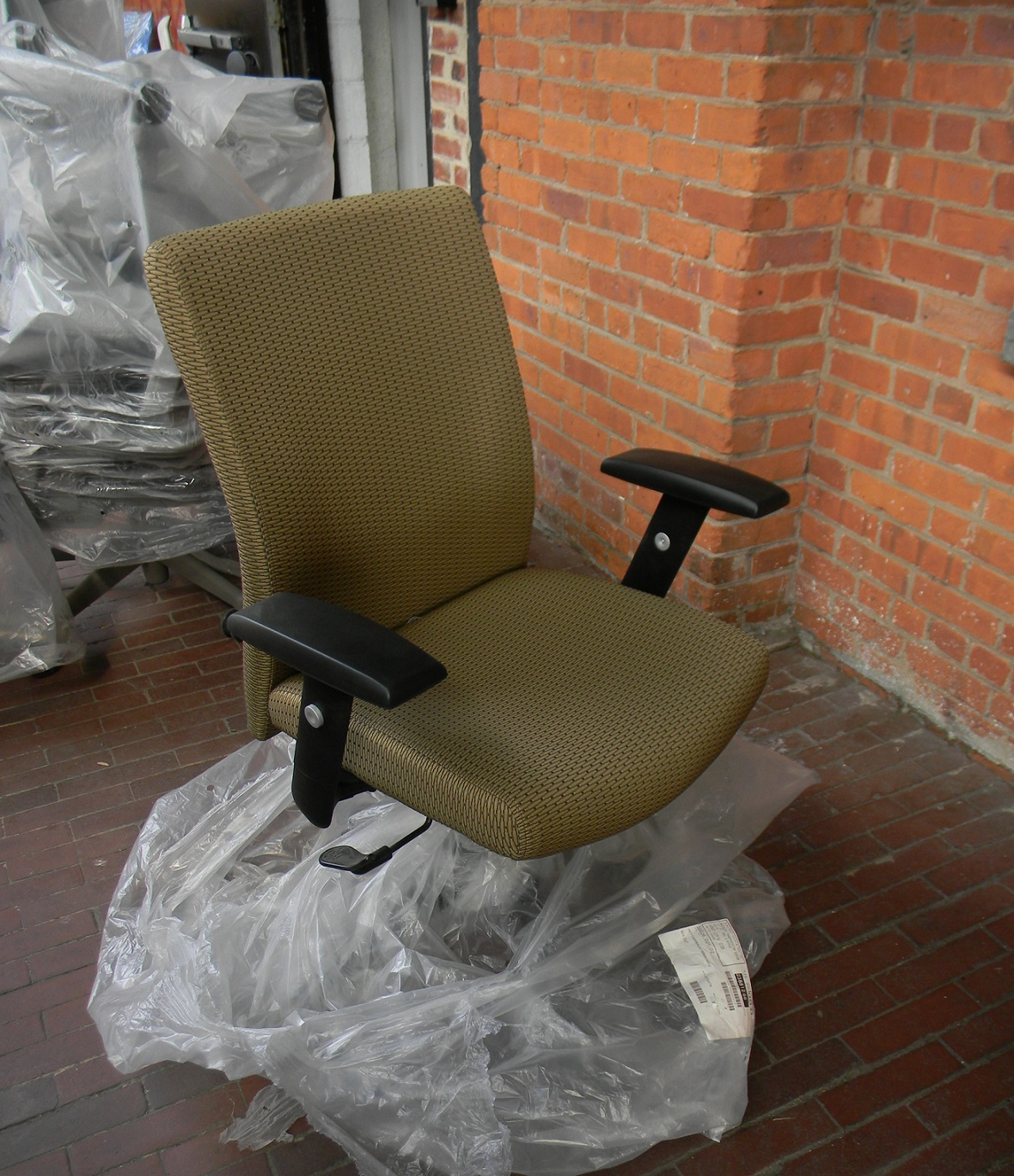 beige task chair - 2 units.JPG