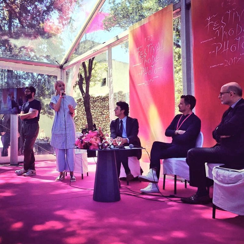 Frédéric Galinier (modérateur de la Fédération Française de la Couture), Laurent Carrié (avocat chez DDG), Nicolas Martin (directeur juridique adjoint chez Hermès), Noémie Balmat (SoonSoonSoon) et Matthias Ganem clôturant la table ronde.