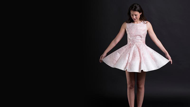 Sericyne : la première robe en 3D réalisée par des vers à soie (création de Marion de Castilla)