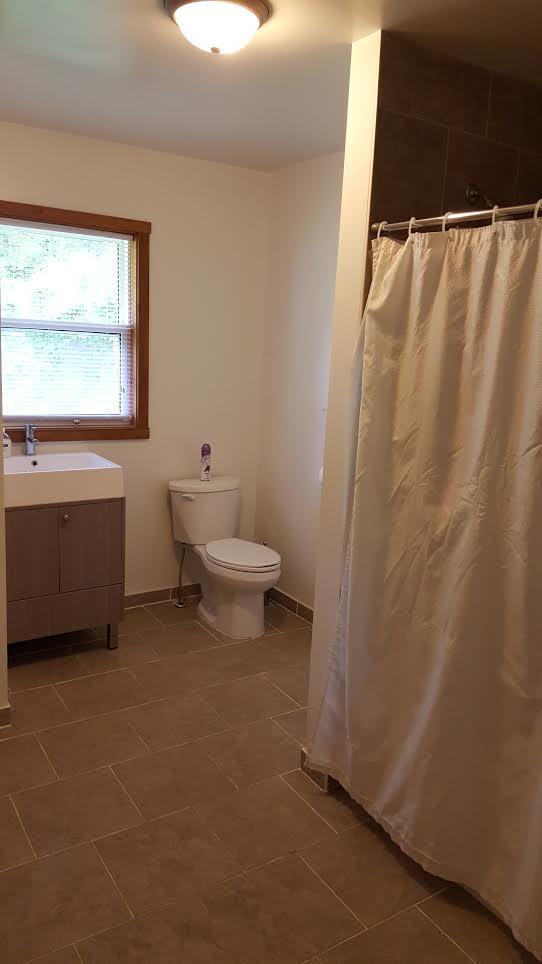 cottage 7 bathroom.png